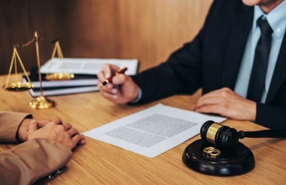 How to Pick a Divorce Attorney for Smooth Separation?